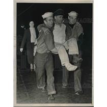 1939 Press Photo Coast Guard Carrying Columbus Survivors to Ellis Island