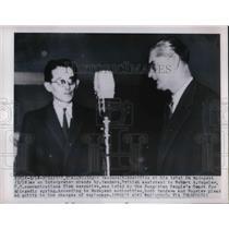 1950 Press Photo Edgar Sanders At Hungarian Trial Interpreter Stands By