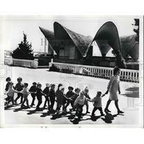 1972 Press Photo A group of children outside of Primorski Park