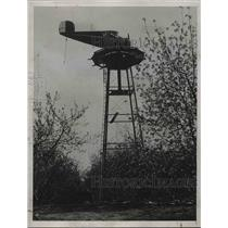1938 Press Photo A plane atop a tower at Frost ranch