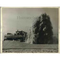 1925 Press Photo Sand Storm forms barrier to motorists on road to Rockaways
