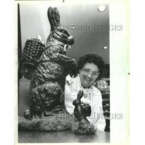 1984 Press Photo D Vosecky Easter Drake Hotel Chocolate - RRT83283