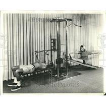 1971 Press Photo Master Gym Equipment Demonstration - RRT28581
