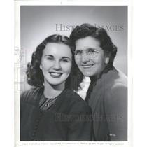 1940 Press Photo Actress Deanna Durbin and her mother - RRT63651