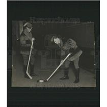 1930 Press Photo Tim Harris Mills Hollinger Hockey - RRT27645