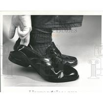 1988 Press Photo Executive Grips Footwear Rubber Boots - RRT93549