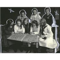 1921 Press Photo Girls Young Writers Club Newspaper - RRT57991