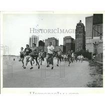 1982 Press Photo Lifeguard Mile Race Competition Oak - RRT93737