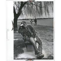 1976 Press Photo Lonalnbertson Happy Couple Belle Ile - RRT02063