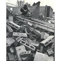1973 Press Photo Robert Blouin Vandalism Townhouses - RRT90049