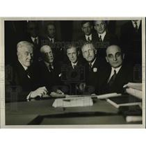 1927 Press Photo Group Attends Hearing On Government's Tax Recovery Suit