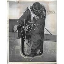 1941 Press Photo Parachute Jumper Arthur Starnes Preparing For Jump