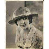 1921 Press Photo Hat Modeled by Dorothy Smoeller