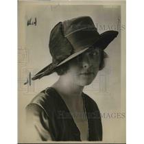 1916 Press Photo Wide Brimmed Black Velvet Panne Hat.