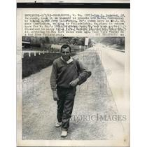 1963 Press Photo Charleston, W Va. Ora D. redmond after hiking 4000 miles