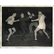 1937 Press Photo Dr J Leonard Mason & 3 athletes in martial arts demo