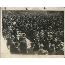 1929 Press Photo Crowd Crowd from Madrid gathered in front of the Ministry of