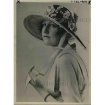 1918 Press Photo Miladi's Fashionable hat  for April Fall.