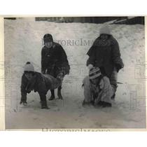 1925 Press Photo Boston Girls winter sporting in Quebec.