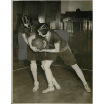 1926 Press Photo Female Basketball Players Dorothy Low and Phyllis Spiller