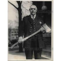 1925 Press Photo Policeman Holds Ax Rose Radiojna Hacked Husband With