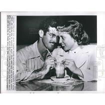 1950 Press Photo T/Sgt. Robert McKay, Crew Chief of B-29, with his wife Sallie