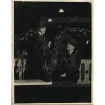 1923 Press Photo Mrs. Herbert Hoover, Mrs. Lewis Myer, Honorary Orchid