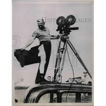 1936 Press Photo News-reel cameramanSam Greenwald covering National Air Races