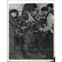 1941 Press Photo Arthur H. Starnes Parachute Jumper Dr. Louis Krasno Dr. Ivy