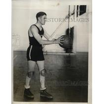 1927 Press Photo Fordham University Basketball Guard Frank Scanlon with Ball