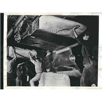 1941 Press Photo Self-sealing gas tanks - Rubber to battle bullets