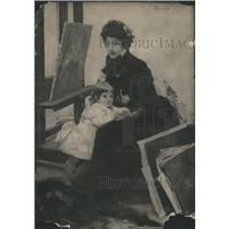 1913 Press Photo Portrait Mrs Yemi Lerolle Lights Child - RRS67619