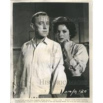 1960 Press Photo Actors Alec Guiness and Maureen O'Hara - RRS46625