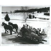 1974 Press Photo Sleigh Ride Popular Light Composed - RRS11537