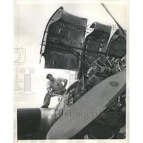 1948 Press Photo Oiling a trans Atlantic plane. - RRS31279