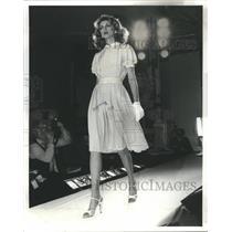 1979 Press Photo peach silk bill blass - RRS43677