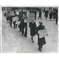 1917 Press Photo Picketing Business Customer  Harming - RRS05281