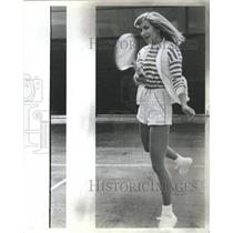 1982 Press Photo Marcia Sweater Dance Center Shorts Leg - RRS51885