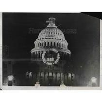 1932 Press Photo press agent advertising stunt for movie using Capitol signage