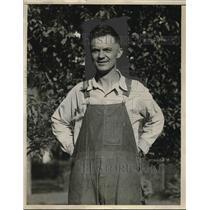 1930 Press Photo Joseph Zaloudek Derby Lottery Ticket Winner