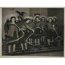 1939 Press Photo San Antonio Texas High School Girls with Lassos, Twirling Rope