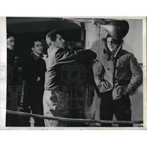 1943 Press Photo US Coast Guard Robert E Kilthau Charles Reid Leonard Derlethm