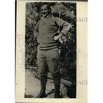 1924 Press Photo George Pepper Hiking in the Woods