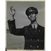 1938 Press Photo Passenger Agent D.E> Nicholson at airport