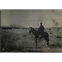 1927 Press Photo Claude Hudspeth Rides Guard On Ranch