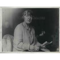 1928 Press Photo First Woman To Fly, Mrs. Edith Druce, At Home In France