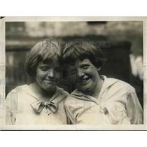 1923 Press Photo Mary & Winifred Lenny, twin sisters in NYC