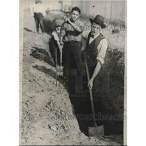 1922 Press Photo Rev. Jarrett & team digging a ditch for NY church