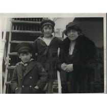 1925 Press Photo Mrs Alice Nurusu, wife of Japanese Amb to Chile & her famly