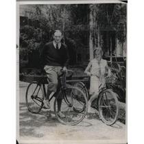 1932 Press Photo Actor Conrad Magel Rides Bikes With Daughter Ruth Margaret